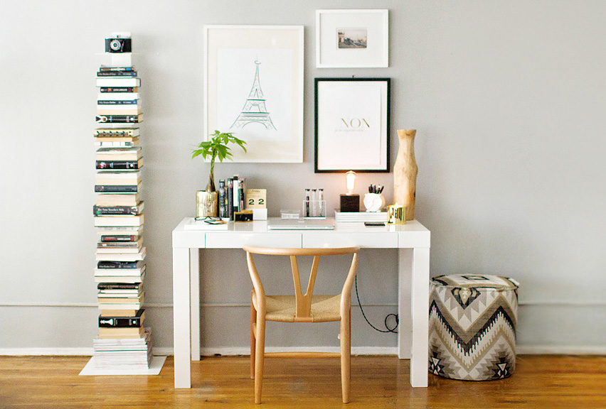Polished modern home office in white and gold