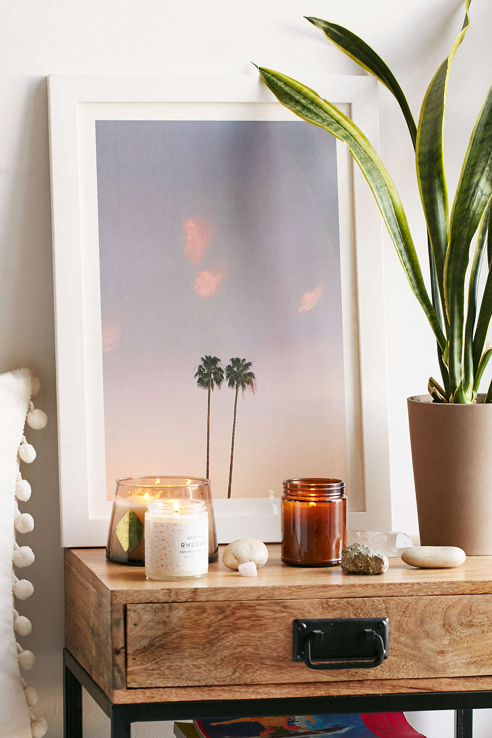 Right art prints and indoor plants can easily give the modern bedroom tropical overtones