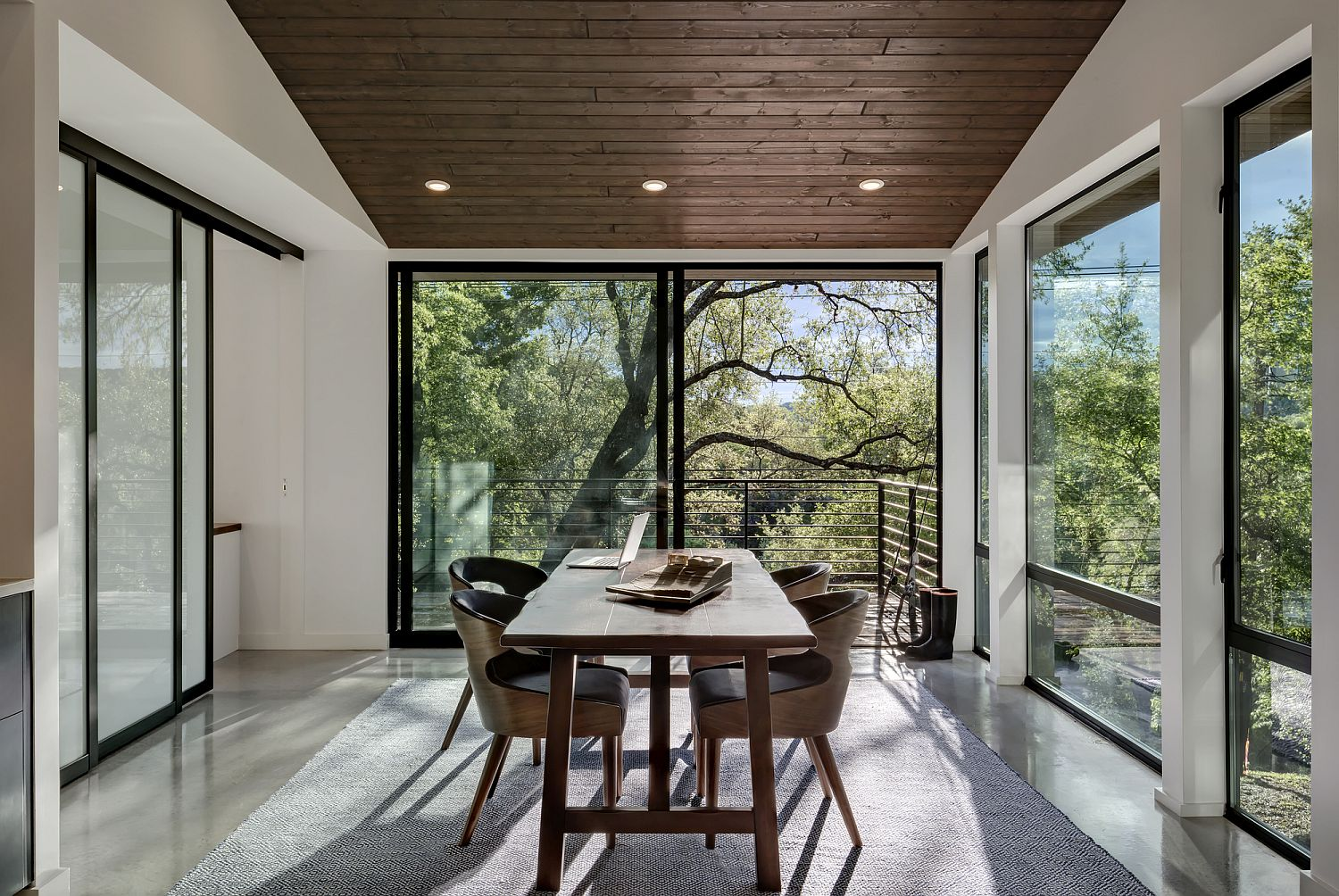 Sliding-glass-doors-connect-the-office-with-the-deck-outside