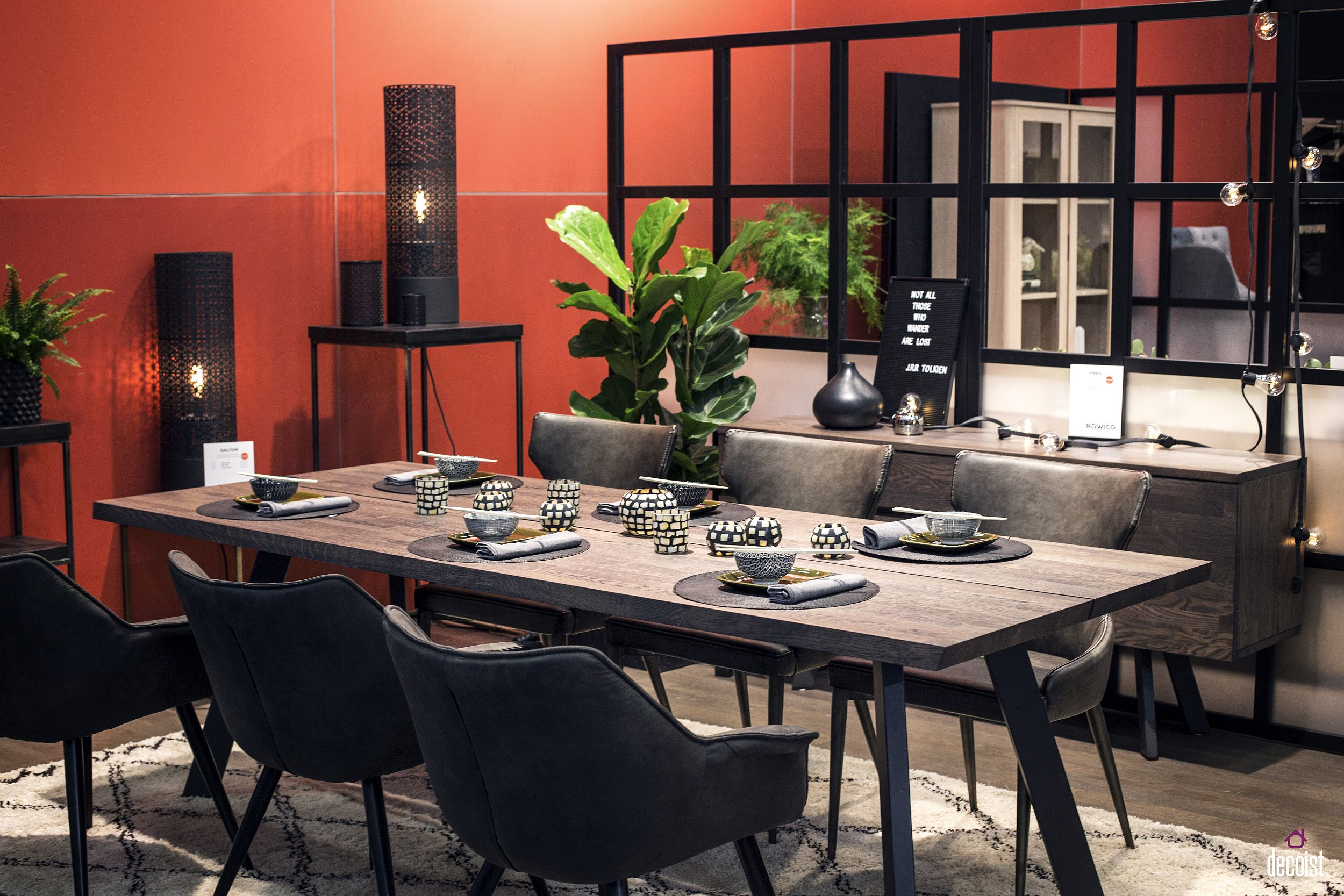 Smart room divider for the dining room in open plan living