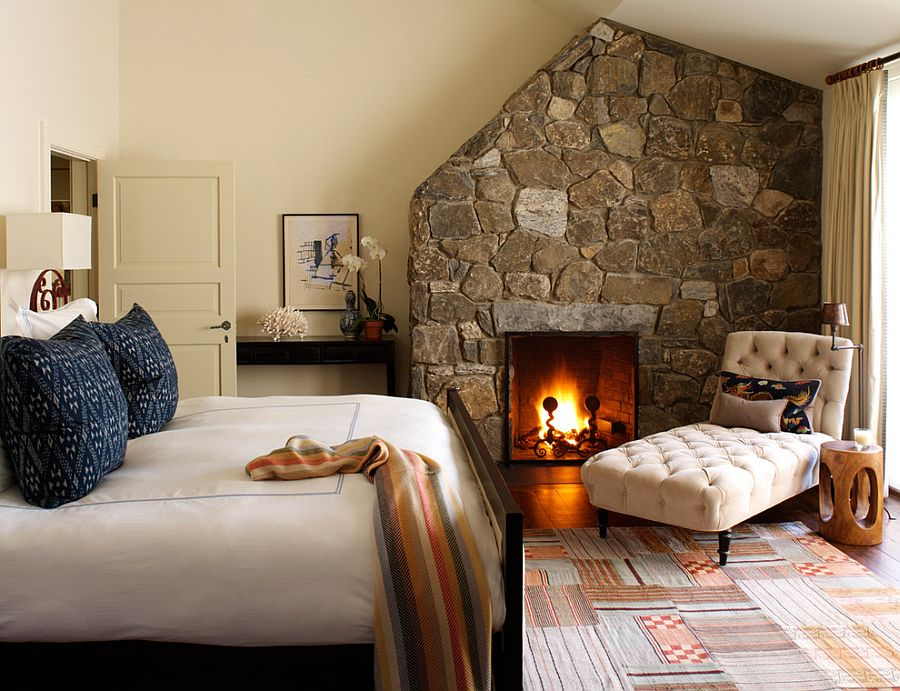 Stone wall with fireplace is a classic in the bedroom that never dissapoints