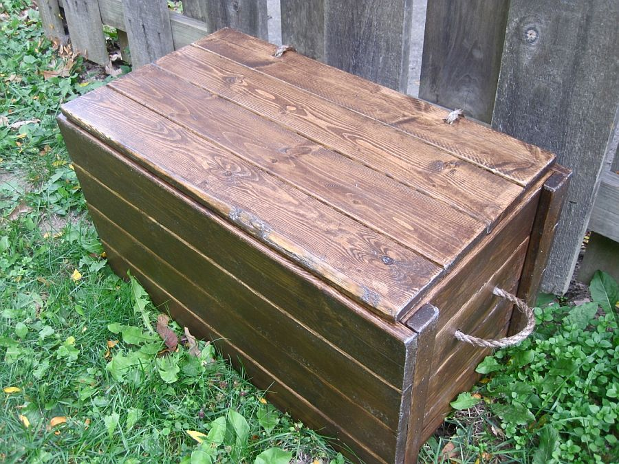 Sturdy and durable wood chest DIY