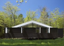 Versatile-exterior-of-the-weekend-getaway-opens-and-closes-as-needed-217x155