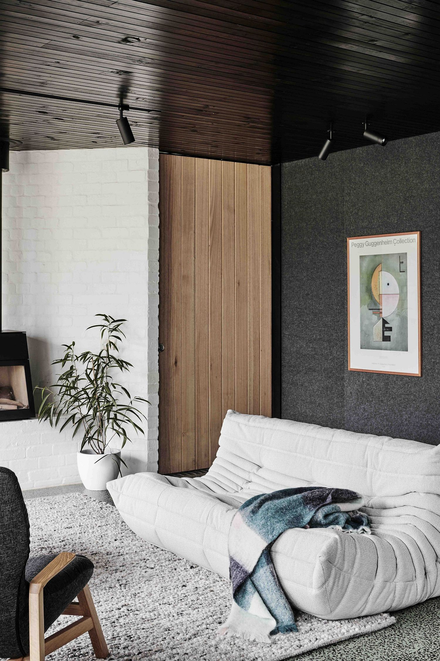 Wood brick and modernity combined inside the smart Aussie home