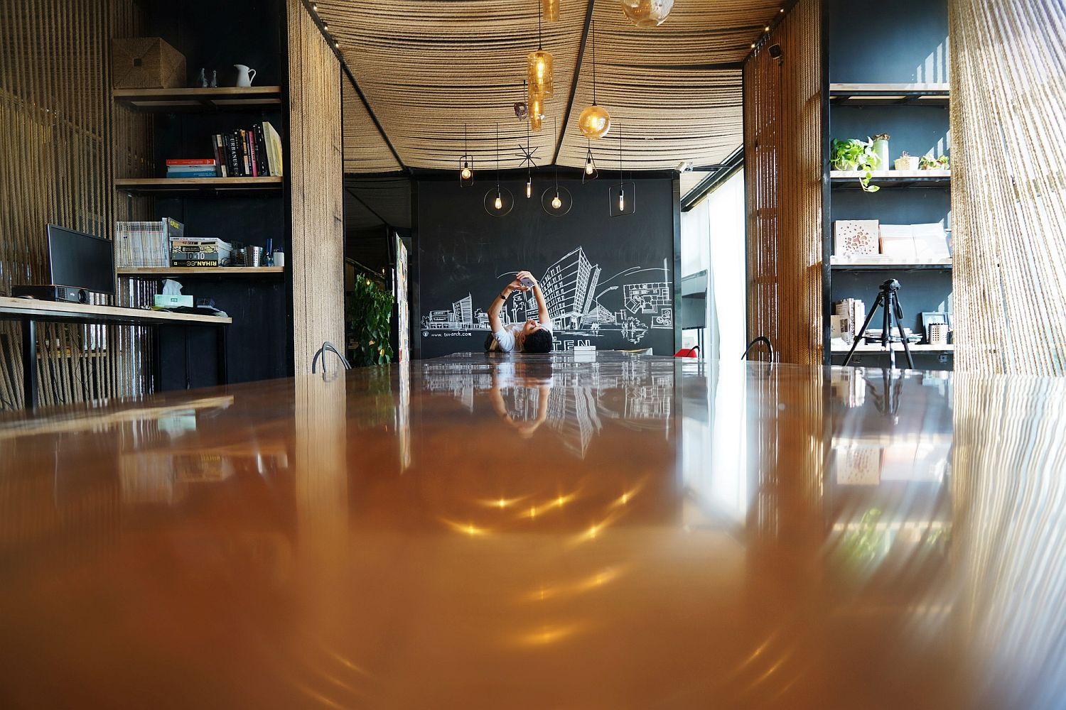 Wood, metal and rope fashion an innovative office with shared work spaces