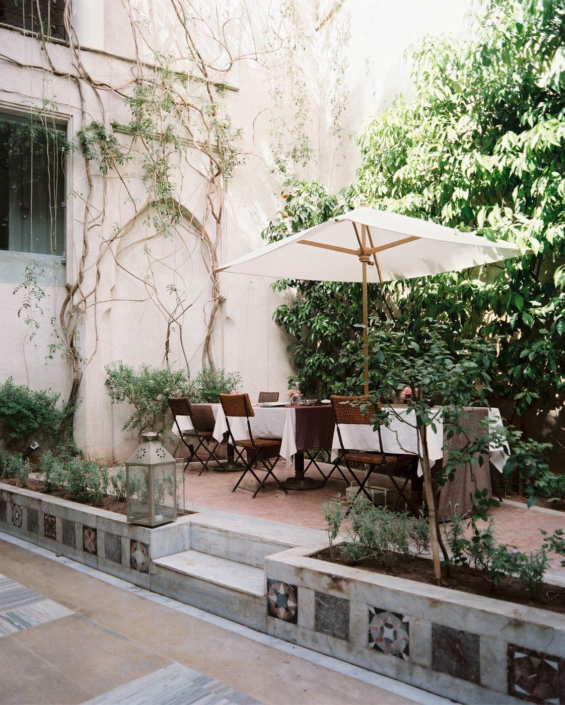 Beautiful Moroccan patio with nautical style