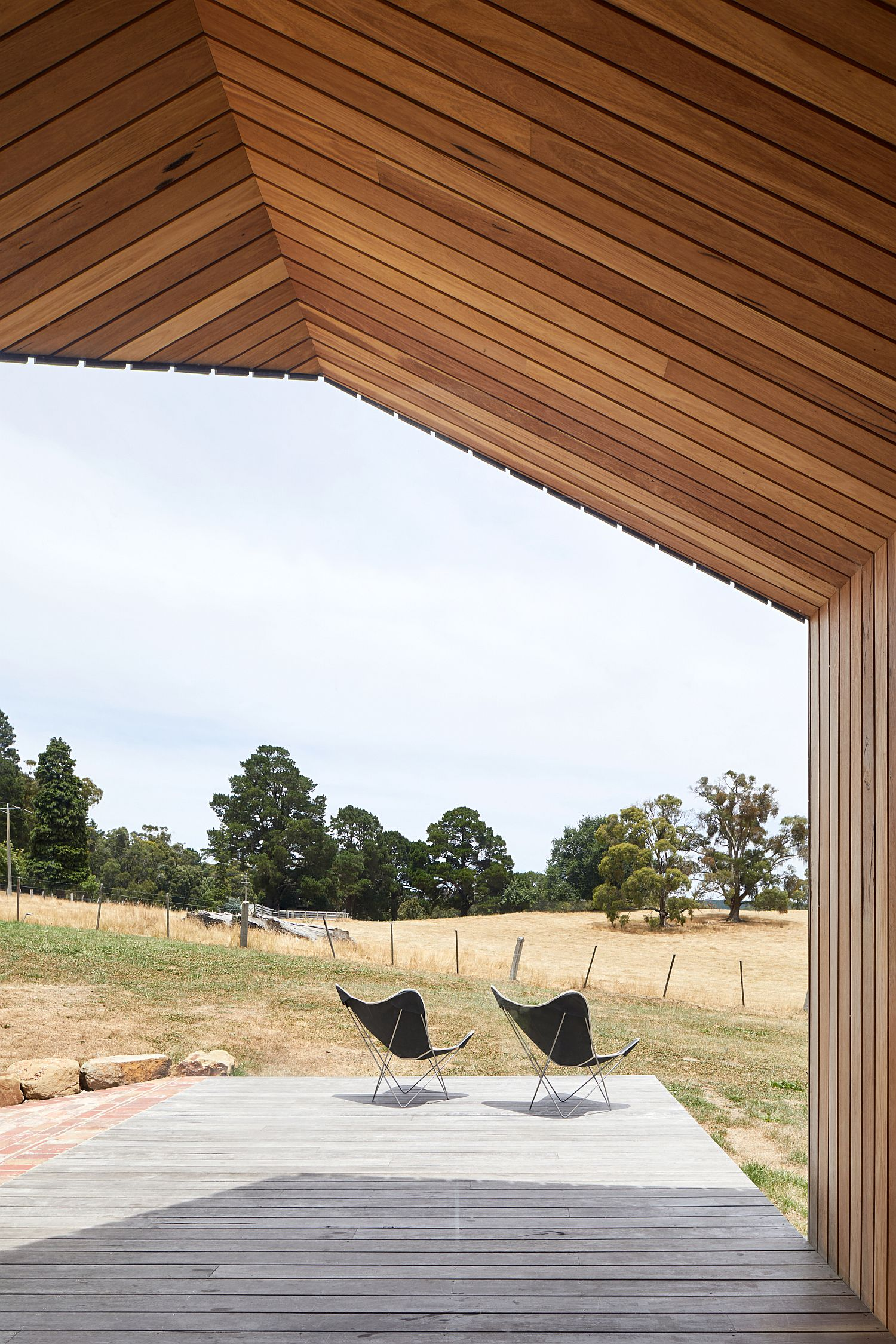 Deck-of-the-extension-offers-unabated-views-of-the-rolling-mountains