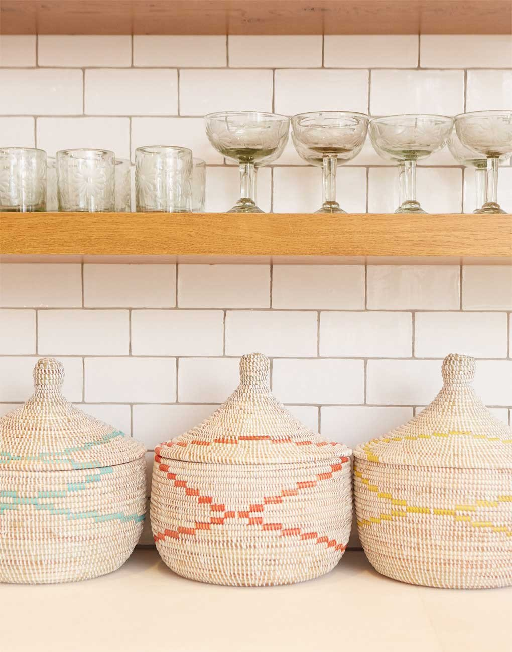 Earthy-baskets-and-subway-tile