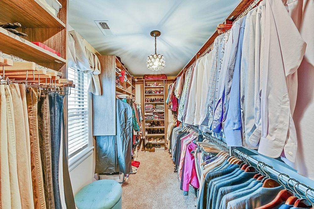 Even-a-small-room-or-niche-can-be-turned-into-a-lovely-walk-in-closet