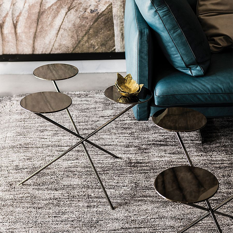 Exquisite and polished coffee table in black