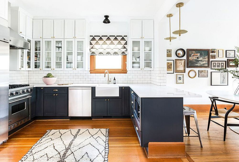 Farmhouse-kitchen-in-black-and-white-with-a-modern-vibe