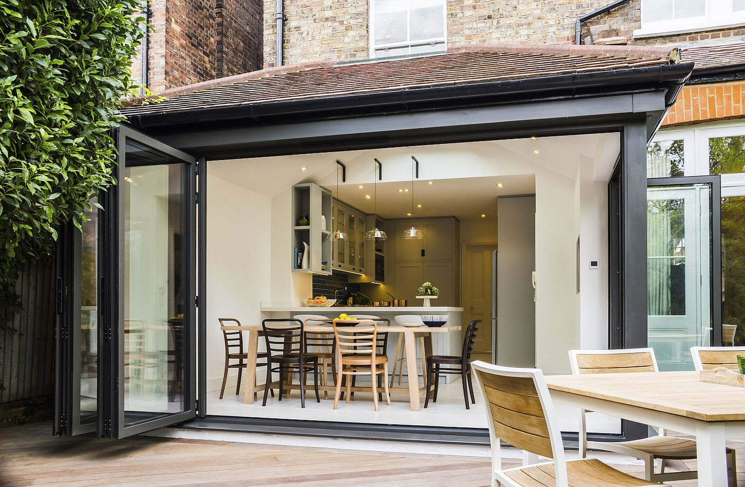 View In Gallery Flodable Glass Doors Connect The Interior ...