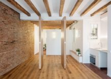 Foldabale-wooden-partitions-give-the-interior-an-adaptable-appeal-217x155