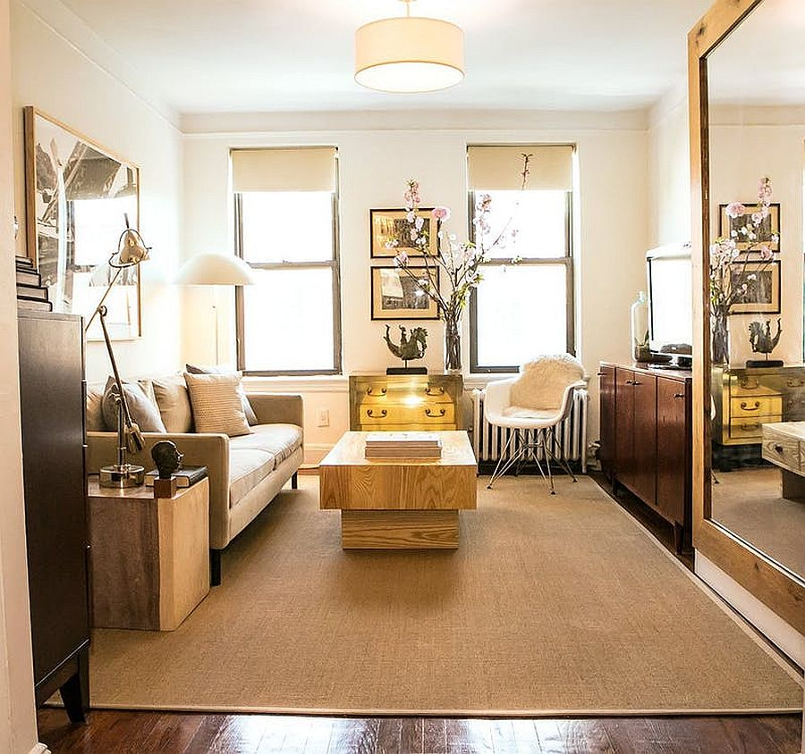 Gold adds brightness to the tiny New York apartment living room