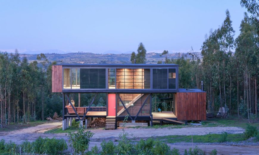 Chilean Home Appears Suspended In La Boca Hills