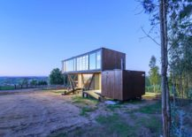 Multiple-entrances-and-decks-around-the-modern-Chile-House-217x155