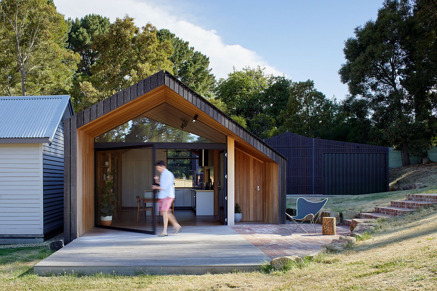 New-extension-becomes-a-gateway-between-the-interior-and-the-rural-landscape-outside