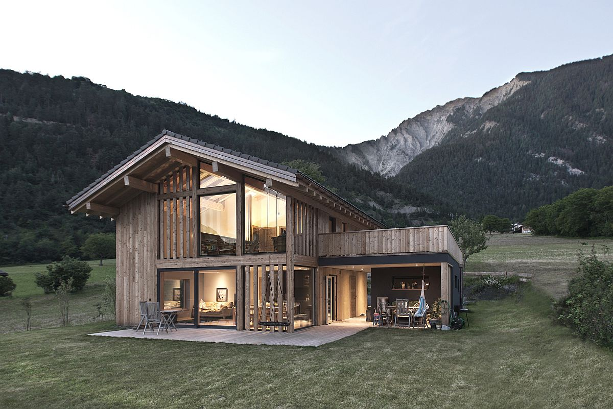 Open-rear-facade-of-the-the-Swiss-home