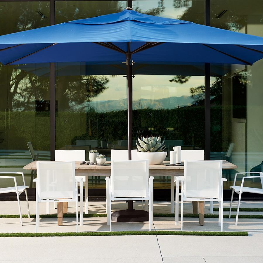 Outdoor-umbrella-with-sleek-patio-furniture