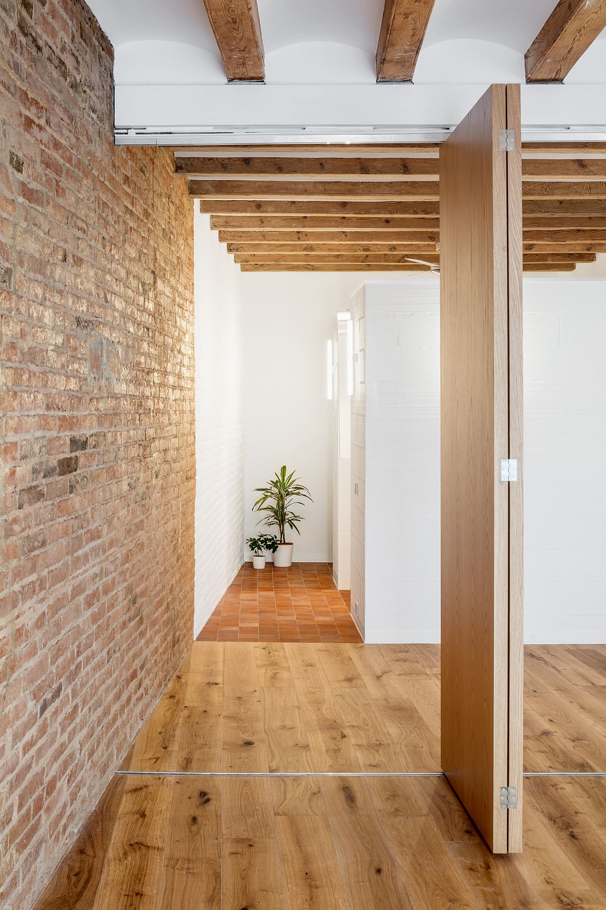 Replacing internal walls with folding wooden doors inside the small apartment