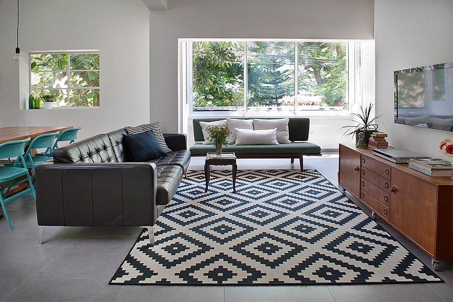 Rug adds pattern to the lovely little apartment living room in Tel Aviv