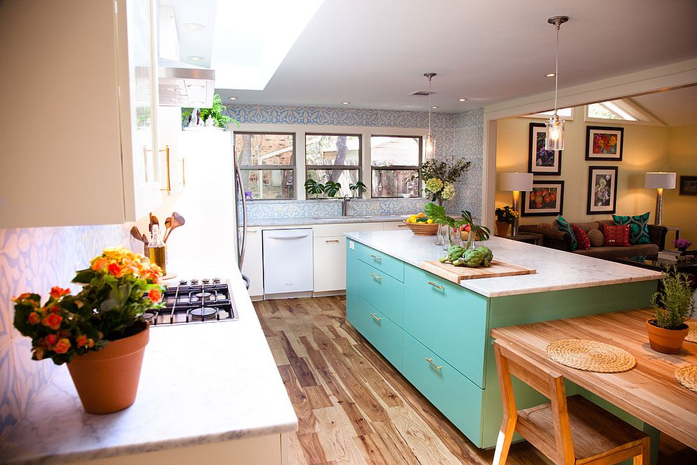 Smart-island-brings-color-to-this-eclectic-kitchen