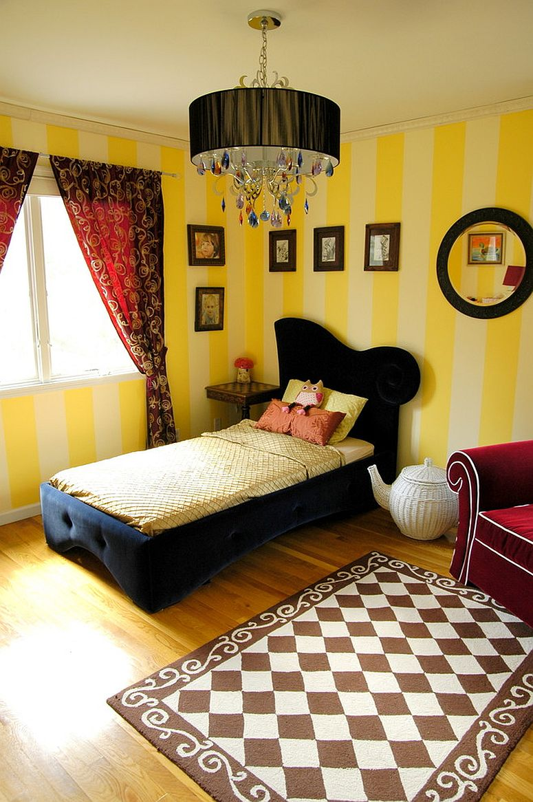 Striped walls in yellow for the modern girls' bedroom