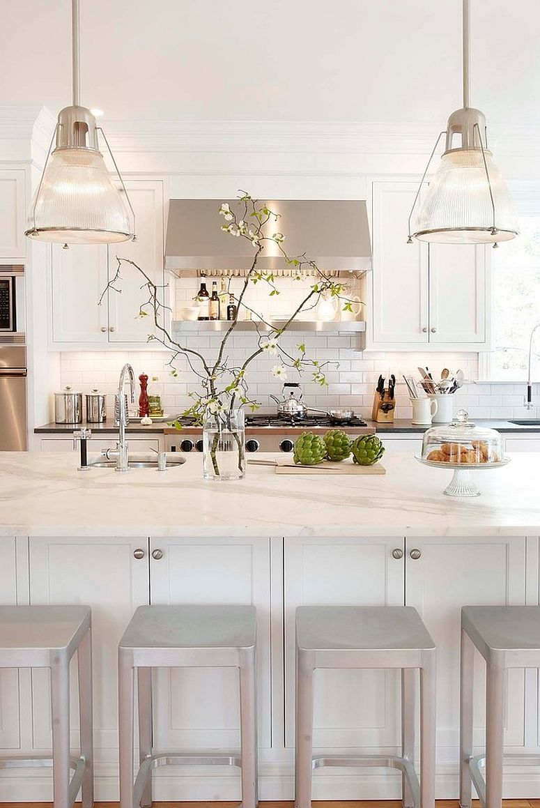 Traditional-kitchen-in-white-with-subway-tiled-backsplash