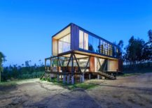 Twin-decks-around-the-house-extend-the-living-space-outside-217x155