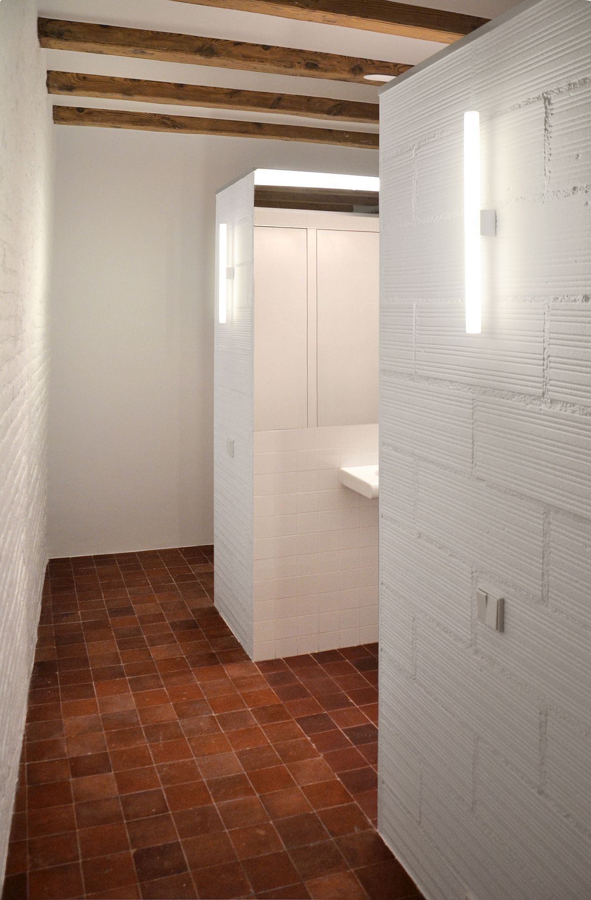 WC and wardrobe are the only two closed stuctures inside the apartment