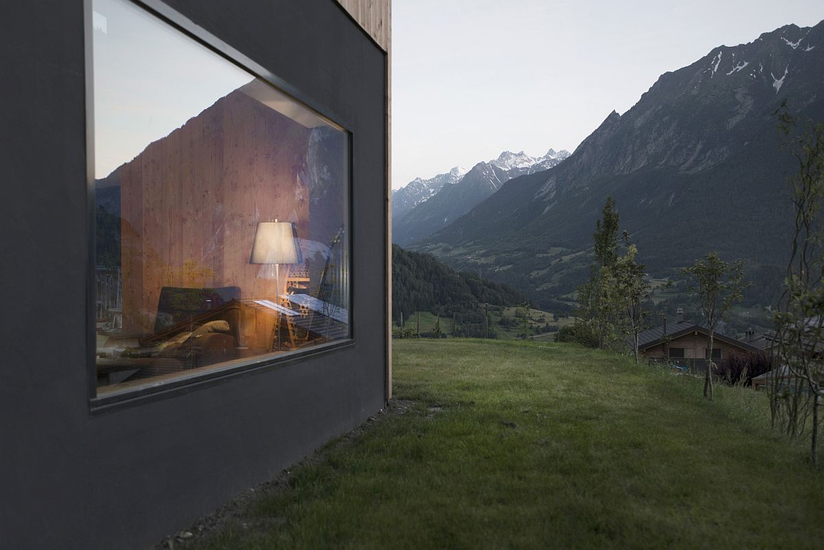 Window-with-a-view-of-the-valley