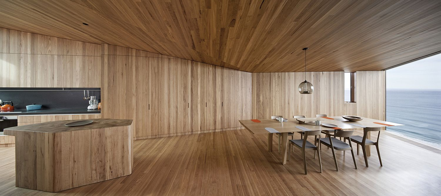 Woodsy-and-modern-interior-of-the-beach-house
