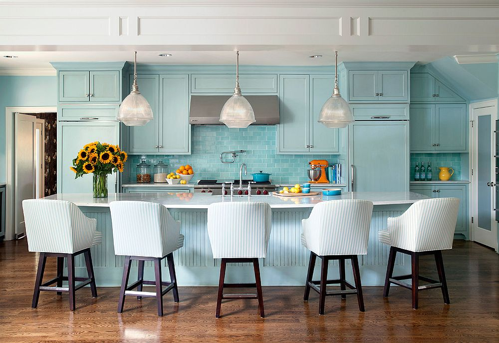Work with different shades of blue to create that summery vibe