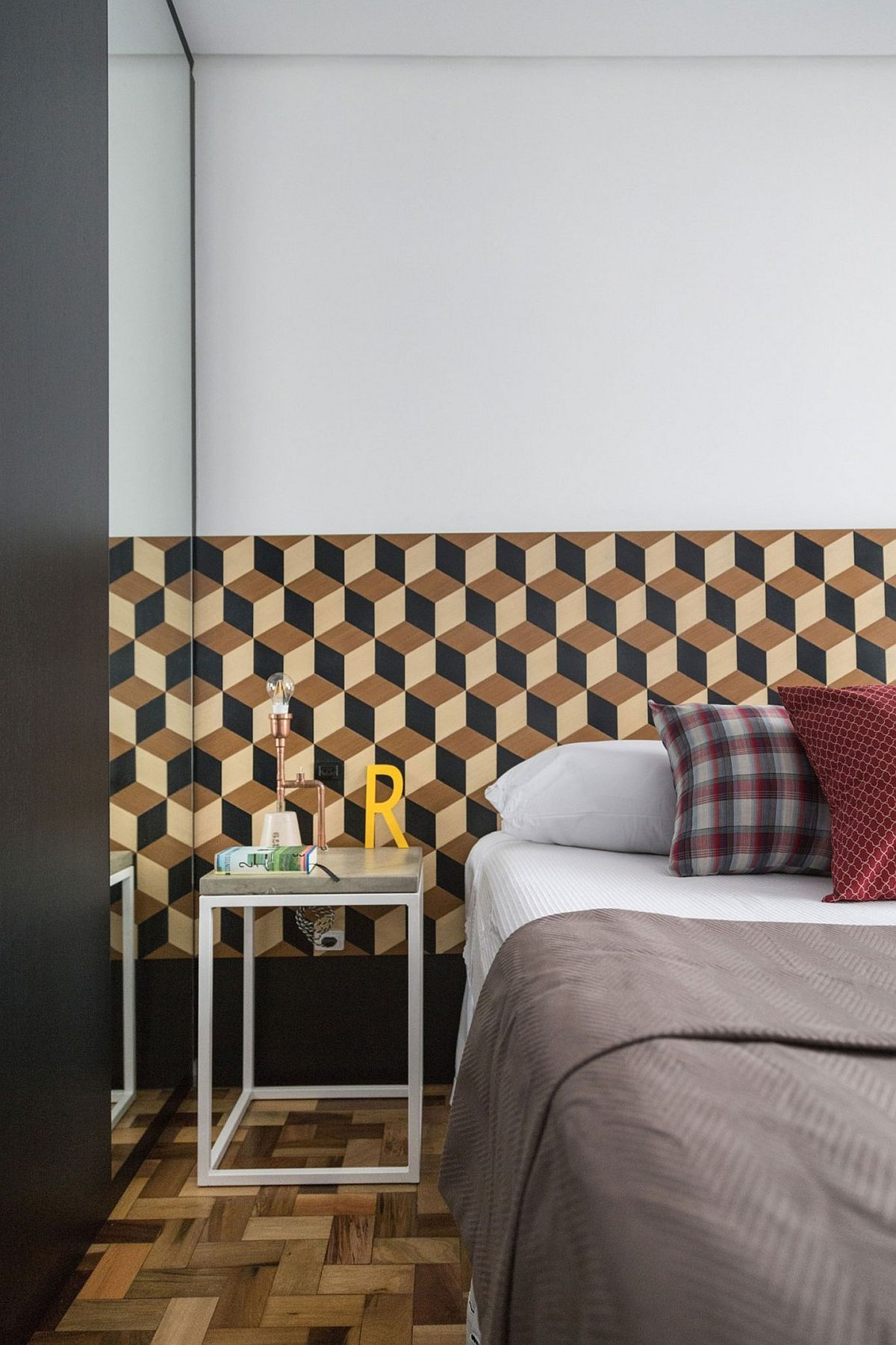 3D-wallpaper-and-smart-decorating-ideas-for-the-tiny-bedroom