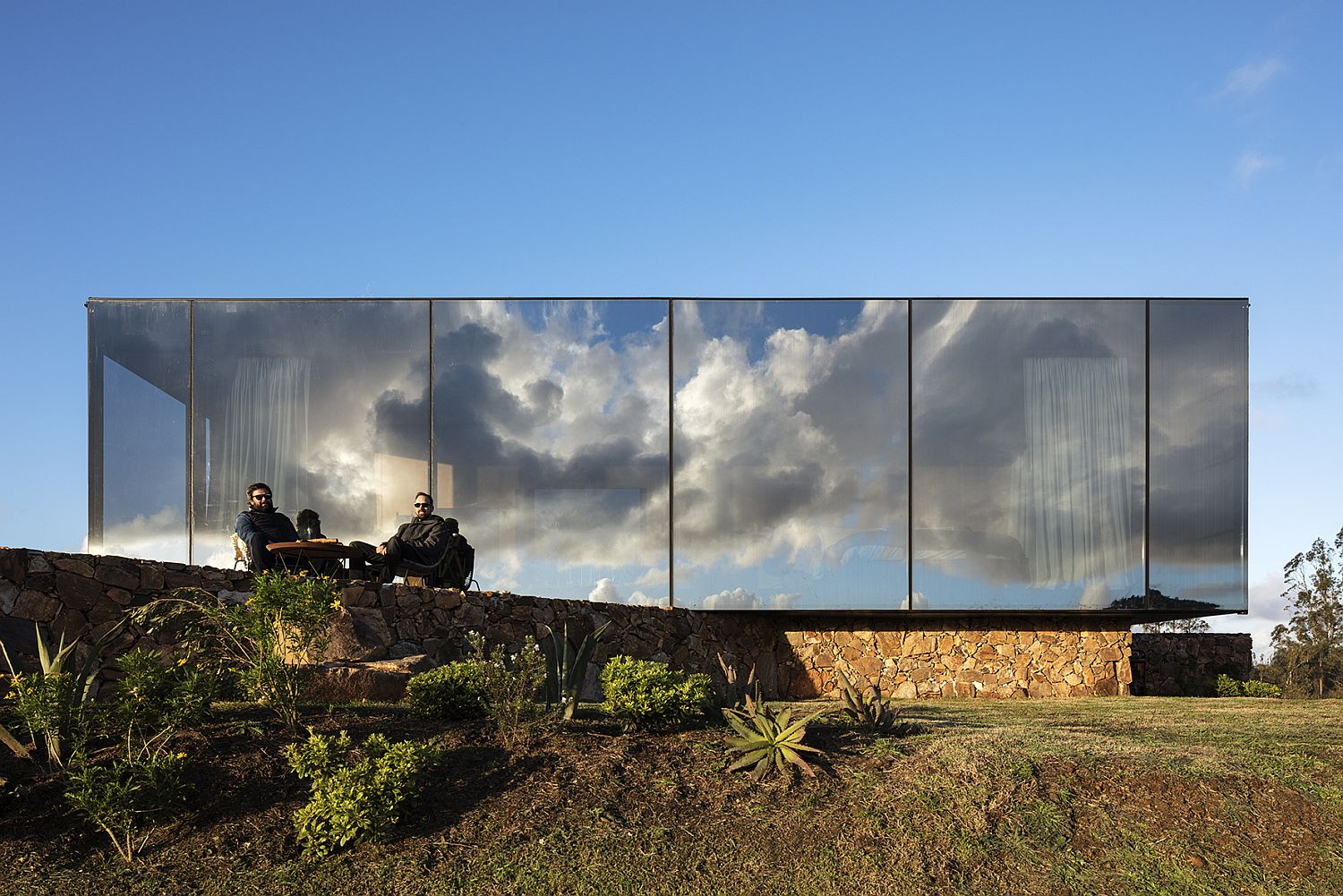 Cabin-facade-composed-of-one-way-mirror-gives-it-a-magical-look