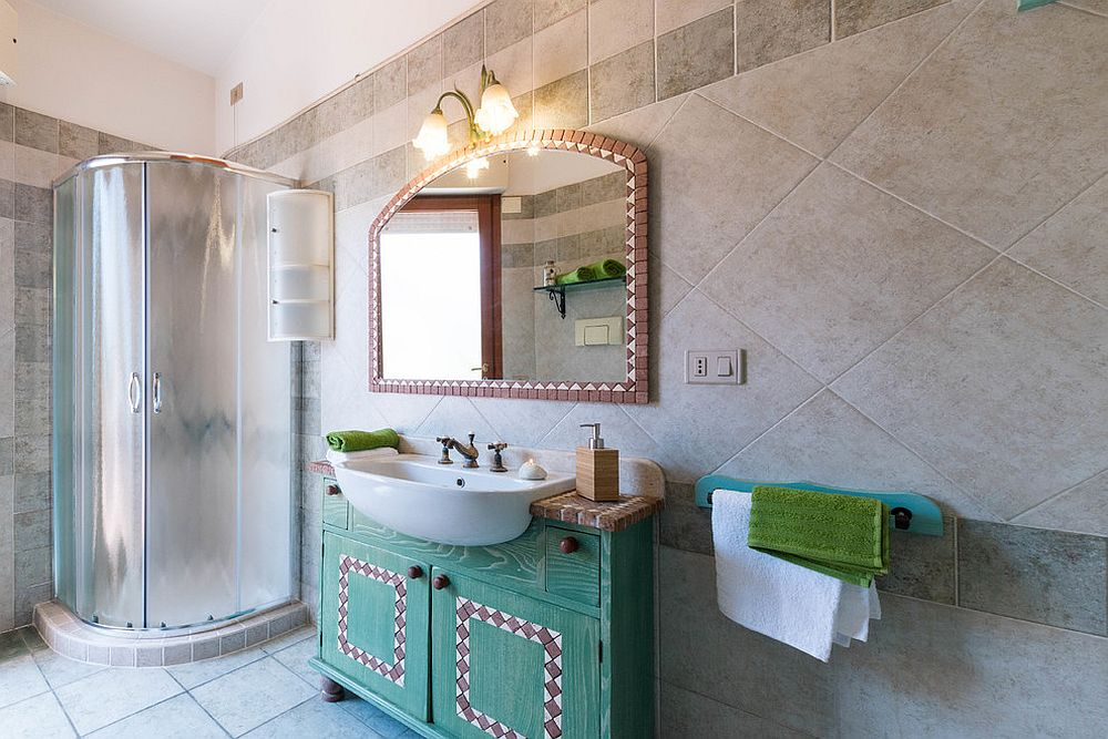 Classic-Mediterranean-bathroom-charm-brought-to-the-modern-setting