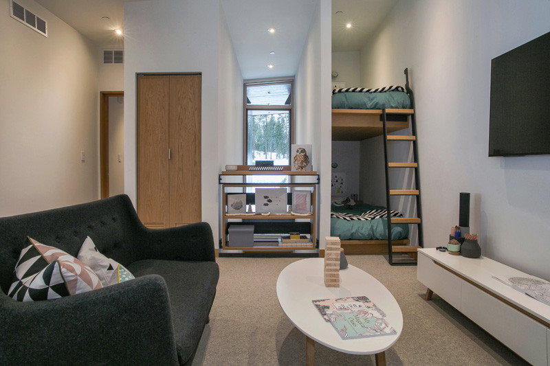 Corner-bunk-beds-in-this-small-bedroom-are-a-smart-space-saver