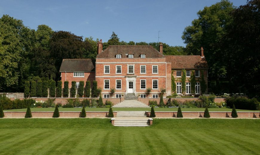 Manor House: Spectacular Hampshire Residence with a Dashing New Interior