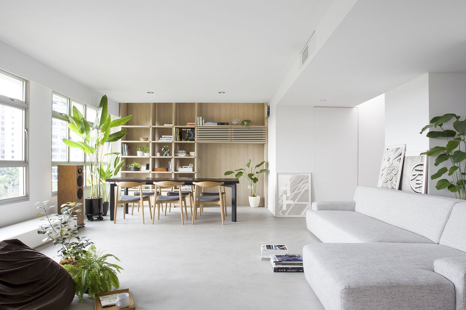 Finding the right space for the dining area inside the small urban apartment