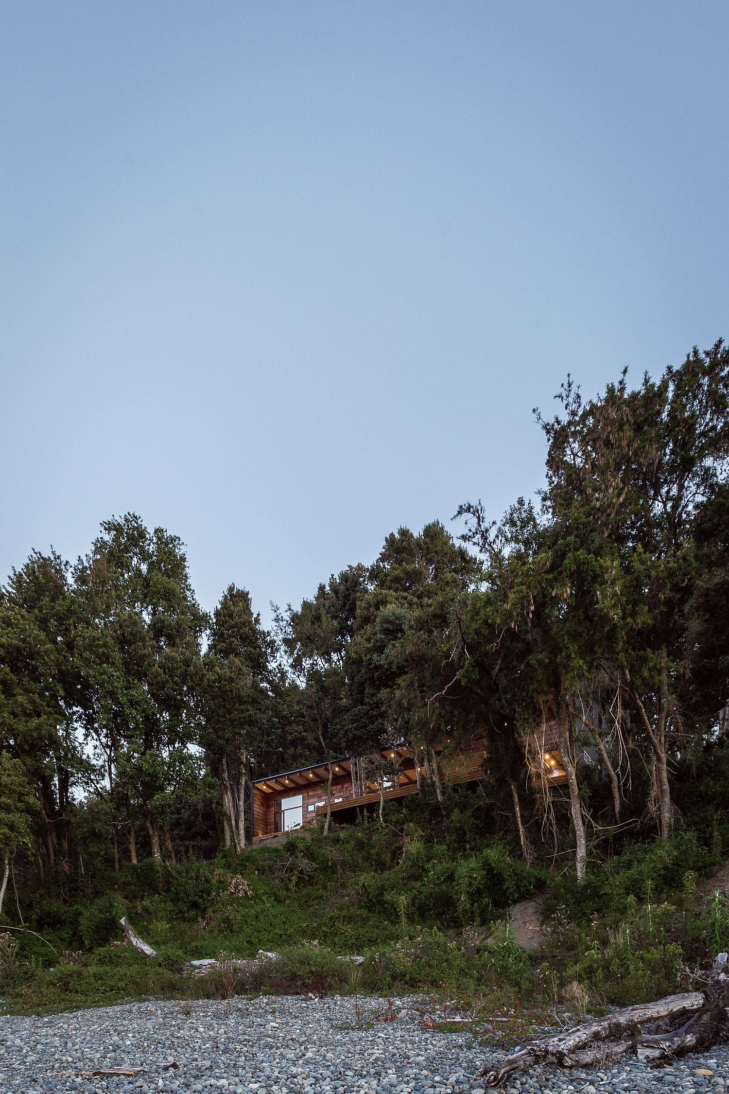 Forest Lake bank and a volcano in the distance give Casa LM a stunning visual appeal