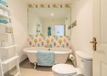 Fun-feature-wall-for-the-small-contemporary-bathroom-217x155