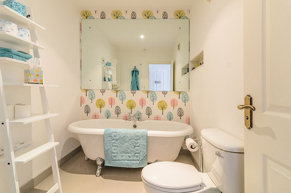 Fun-feature-wall-for-the-small-contemporary-bathroom