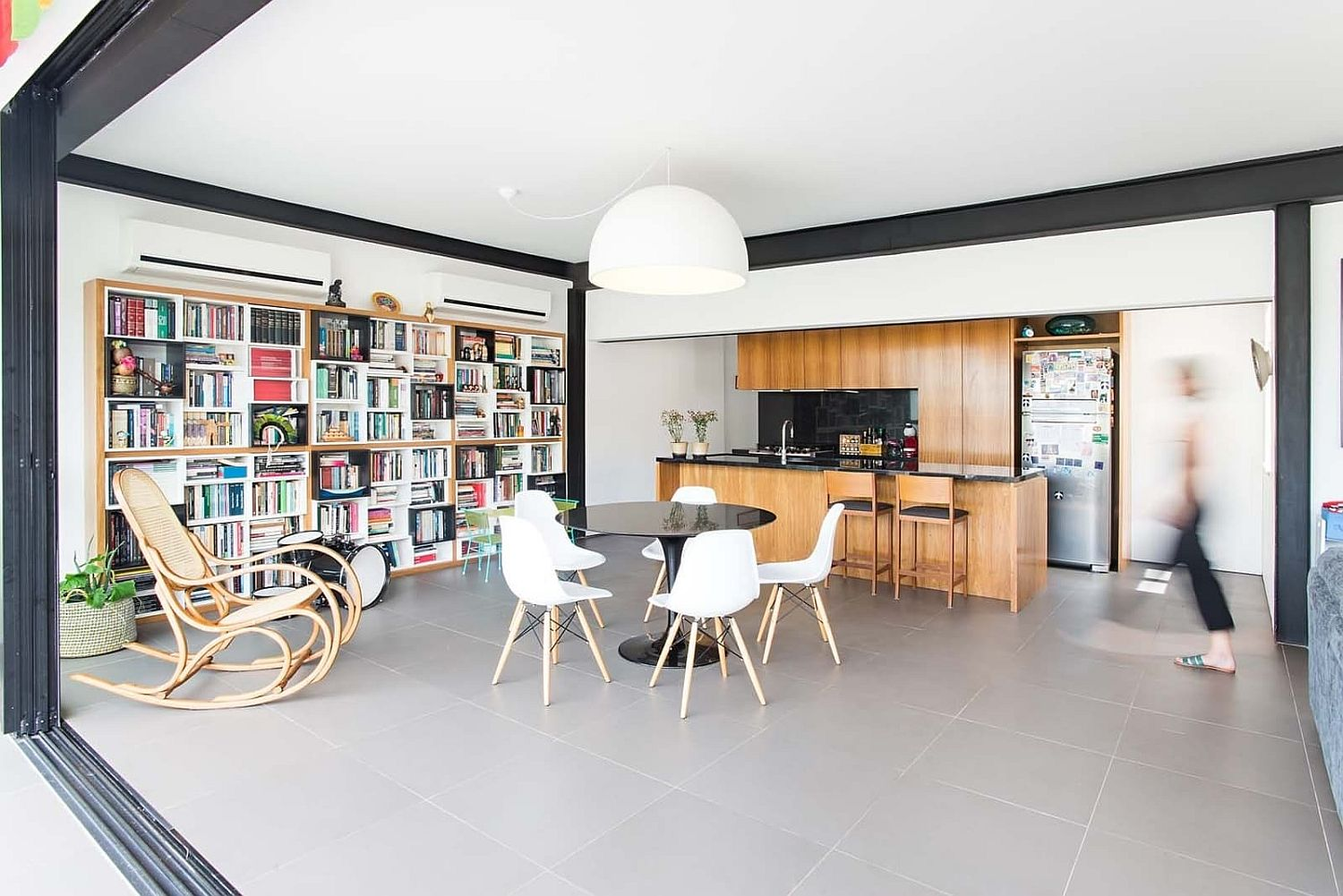 It-is-the-dining-area-that-sits-at-the-heart-of-this-open-plan-living