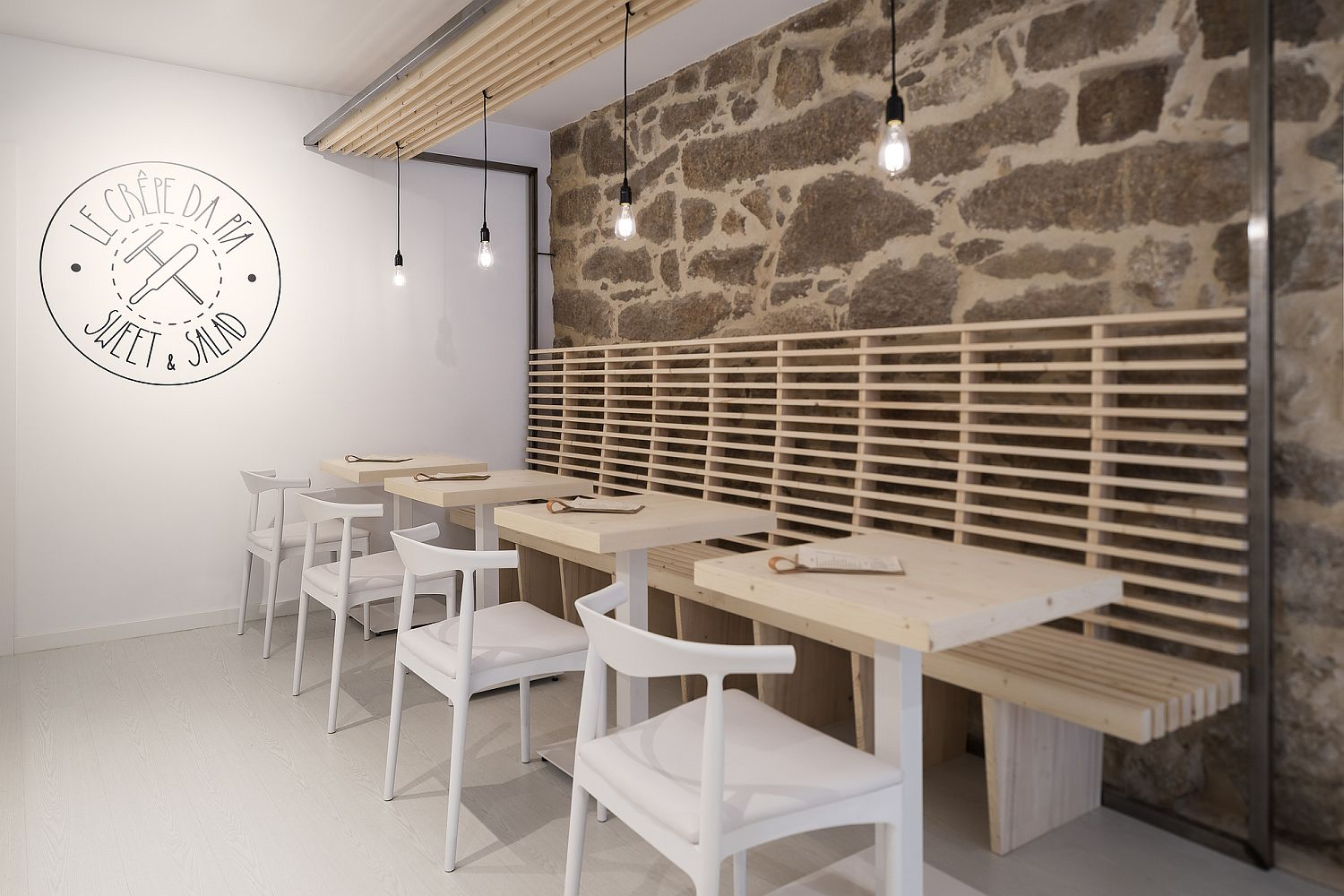 Lovely lighting and smart combination of finishes gives the restaurant a smart interior