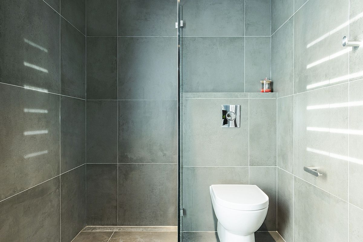 Modern and minimal bathroom of the extended Aussie home