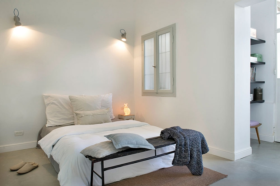 Modern-bedroom-in-white-and-gray