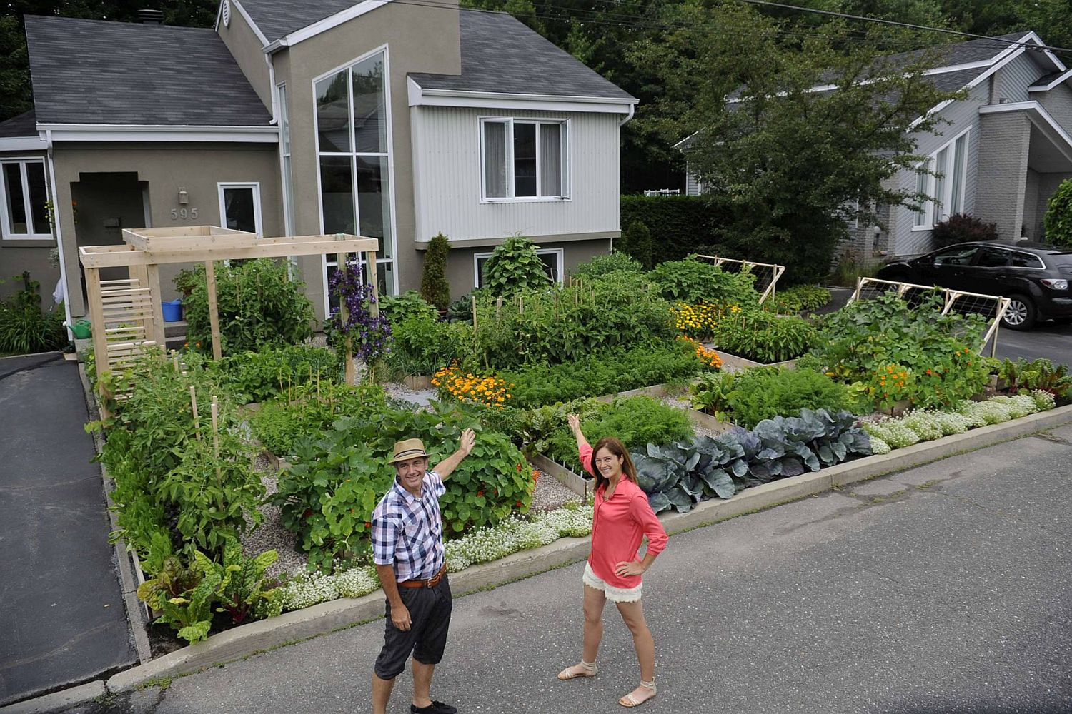 One of the world's most famous front yard vegetable garden in Quebec