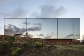 Modular Hotel Shelter in Wine Country Reflects Tranquility Wrapped in Modernity