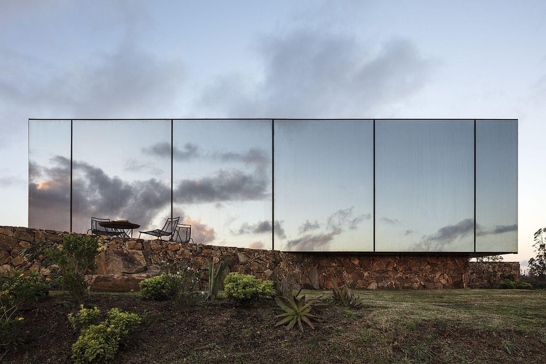 Sacromonte Landscape Hotel Shelters in Uruguay
