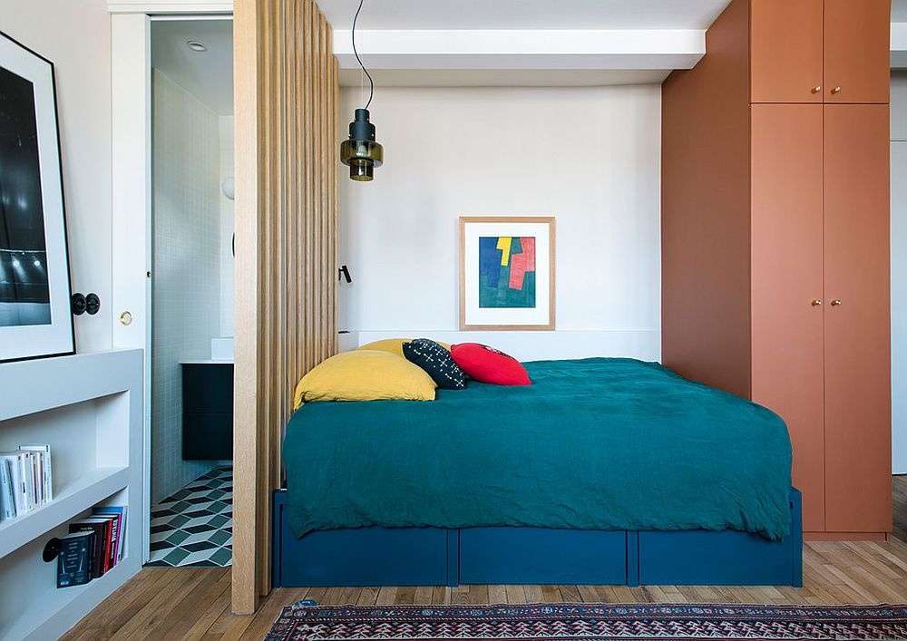Uber-tiny-bedroom-and-bathroom-for-the-ultra-small-urban-apartment